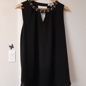 Tops - Black top rounded neck with ornaments